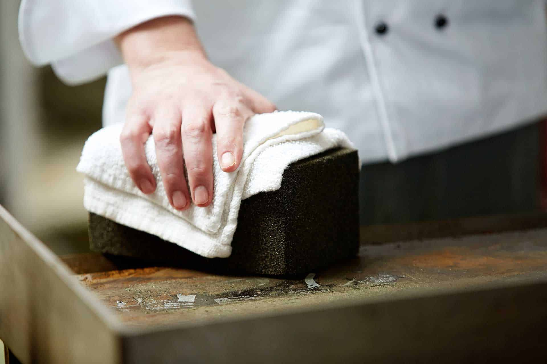 grillbrick-scrub-one-hand2